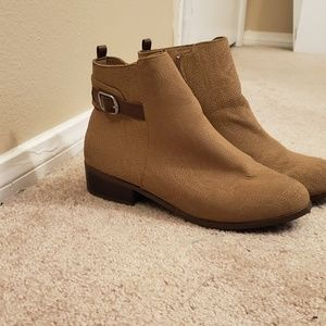 Avon cushion walk brown heeled booties sz 10